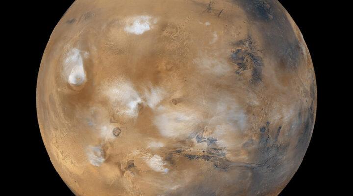 Загадочное облако над Марсом