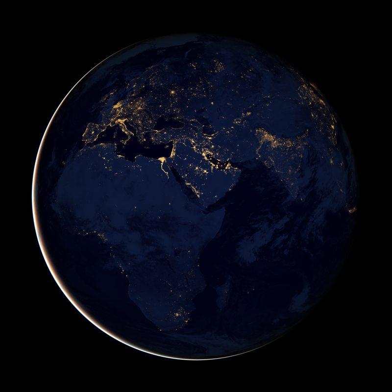 Африка, Европа и Аравийский полуостров ночью