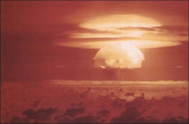 Ядерный взрыв против астероида