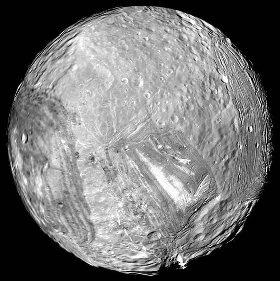 """Миранда глазами космического аппарата """"Вояджер-2"""" Источник: NASA"""