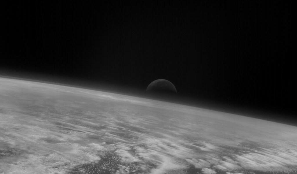 Земля и Луна от Розетты