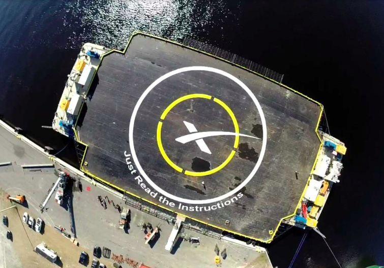 Автономная баржа Space X