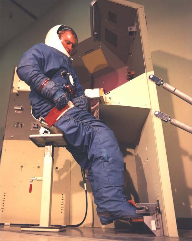Астронавт MOL за рабочим местом